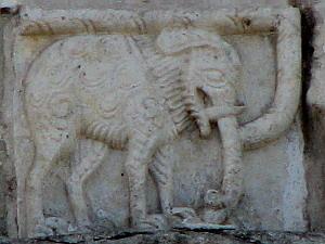 Слон на храме. Взято с сайта avtru.com